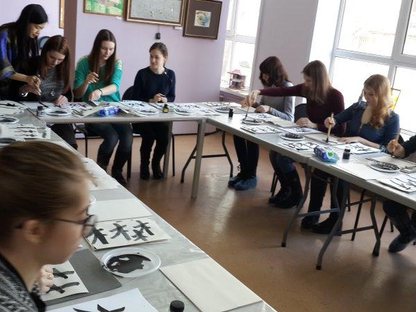 В АГУ прошёл мастер-класс японской каллиграфии