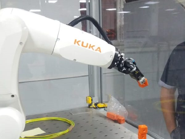 ASU Students Develop Programs for KUKA Robot