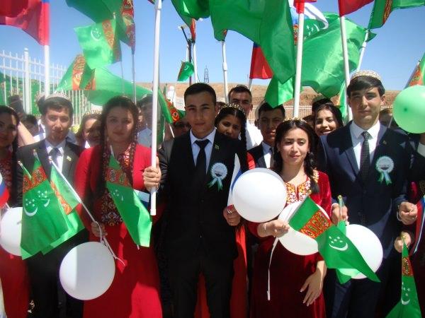 Студенты АГУ приняли участие в открытии туркменской школы