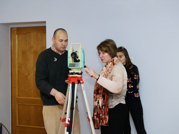 Participants of ASU Advanced Training Programme Test New Equipment