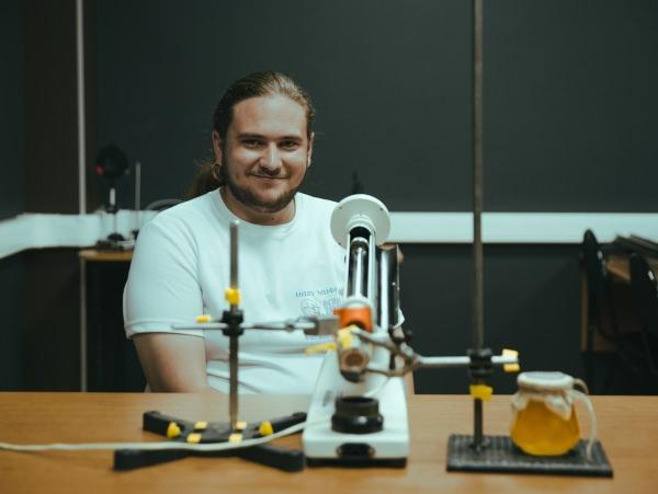 Студенты АГУ изобрели определитель натуральности мёда