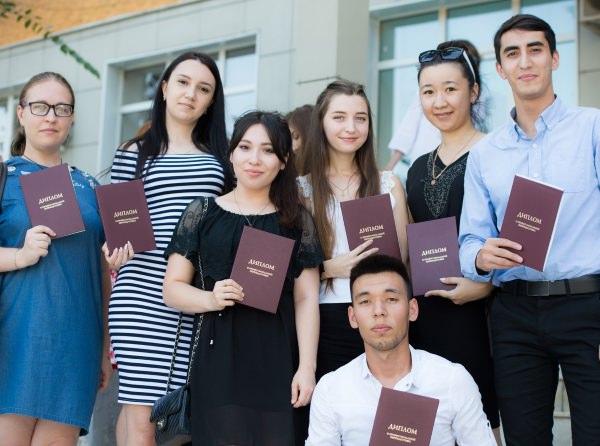 Выпускники АГУ получили дополнительные специальности