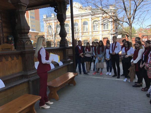 Историки АГУ организовали для школьников путешествие по предъюбилейной Астрахани