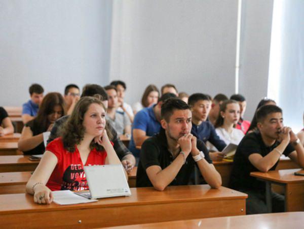 В АГУ обсудили актуальные вопросы исторической науки