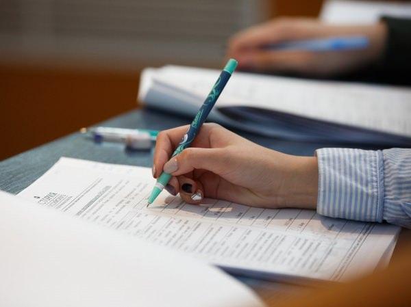 Студентки АГУ подтвердили высокий уровень знания лингвокультурологии