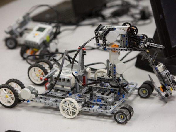 Студенты АГУ примут участие в соревнованиях по робототехнике