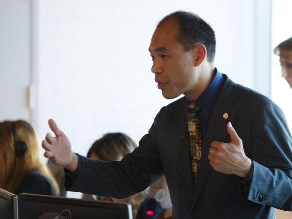 Перед студентами АГУ выступил почётный советник Международной федерации переводчиков Генри Лиу