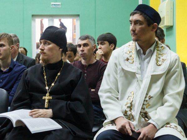 Учёные и представители духовенства обсудили в АГУ традиции и перспективы образования