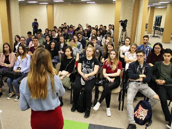 Выпускница АГУ рассказала студентам о работе в японской компании