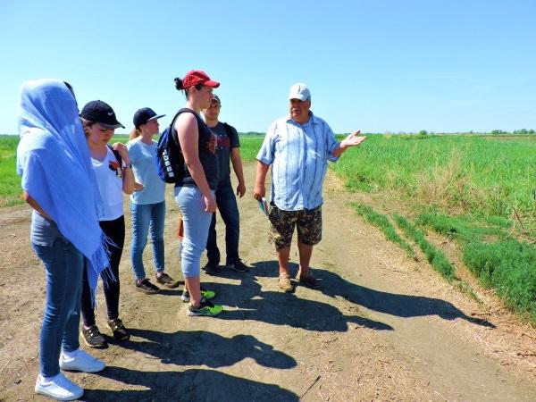 Преподаватели АГУ провели для студентов полевую экскурсию в Камызякском районе
