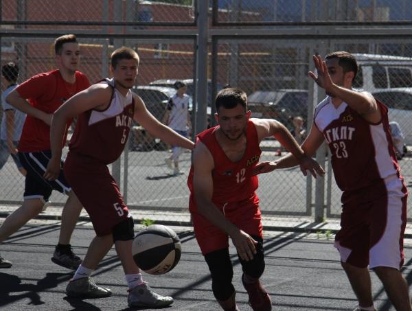 В АГУ прошла баскетбольная битва студенческих команд