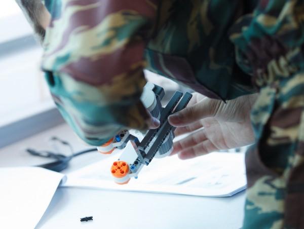 Астраханские кадеты собирали в АГУ роботов на скорость