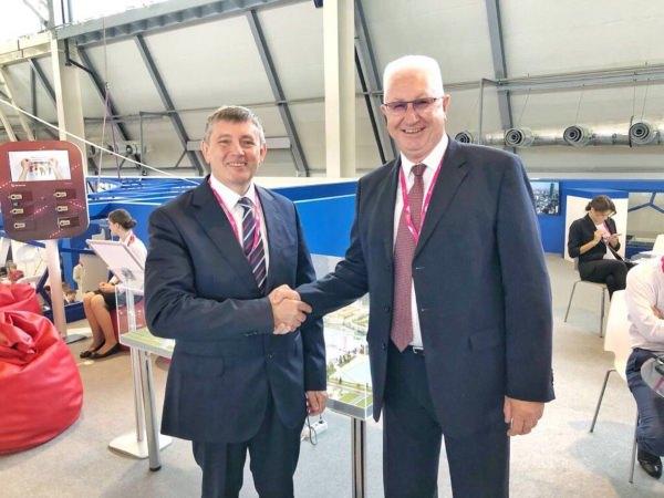 АГУ запланировал общие проекты синновационными российскими изарубежными предприятиями