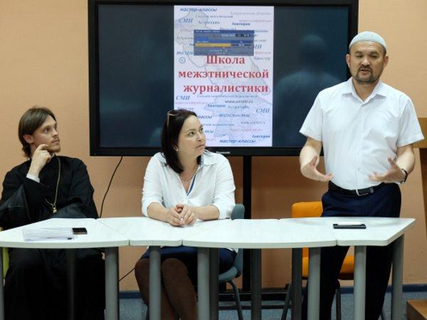 Представители духовенства встретились в АГУ с учениками Школы межэтнической журналистики