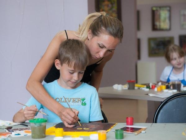 Астраханский госуниверситет научит детей рисовать
