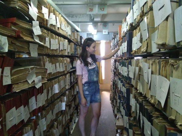 Практиканты Астраханского госуниверситета переводят историю вэлектронный формат