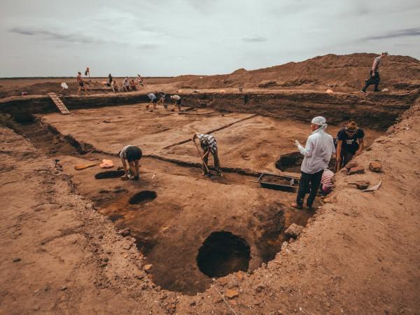 Астраханский госуниверситет поднимает историю из-под земли