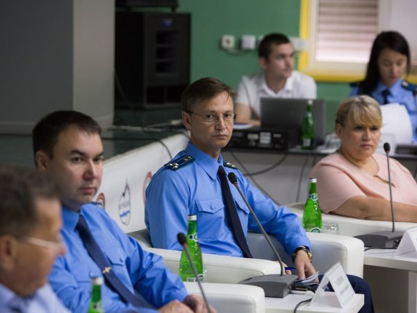 В АГУ общественность озвучила губернатору и прокурору области наболевшие вопросы в сфере ЖКХ